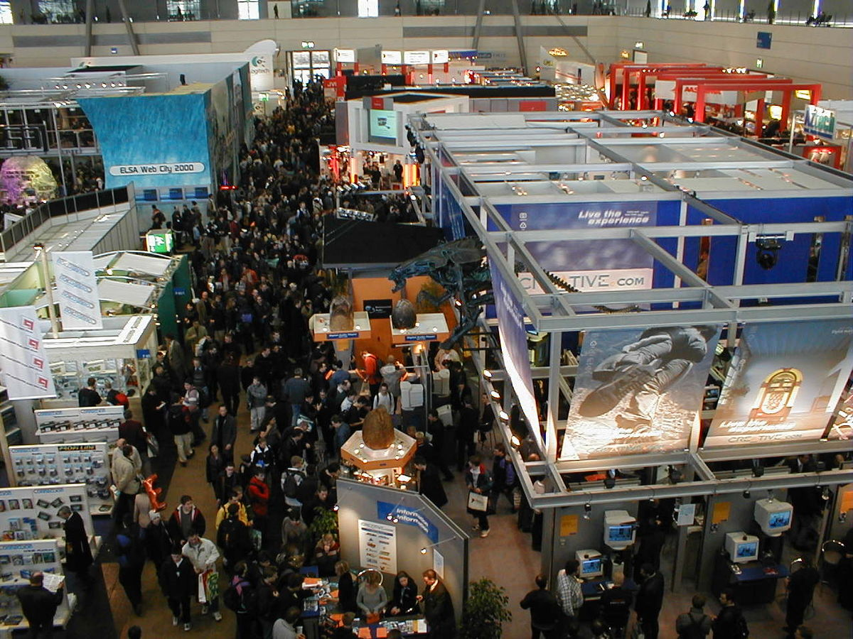 1200px-CeBIT_2000_exhibition_hall